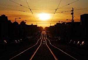 orientation scolaire : route avec soleil couchant