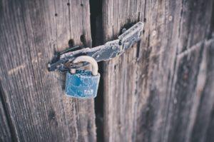 orientation scolaire : cadenas sur porte